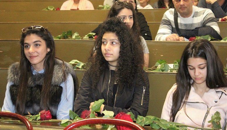 Slikovni rezultat za romska djevojka