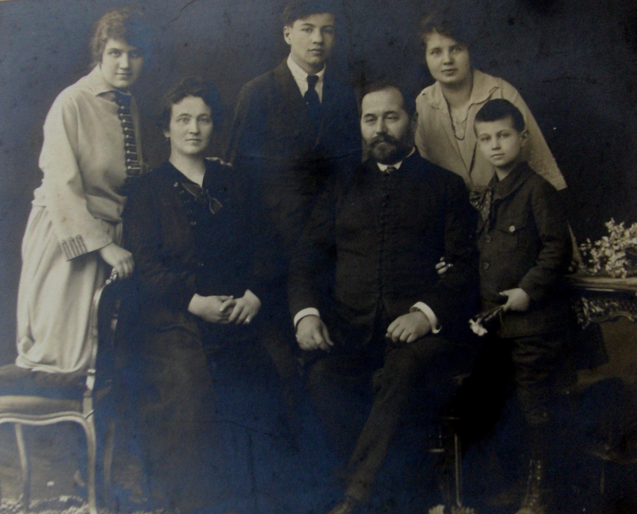 8-radic Obitelj