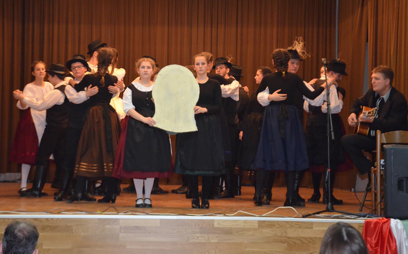 Madjarski Narodni Plesovi Iz Baranje (10)