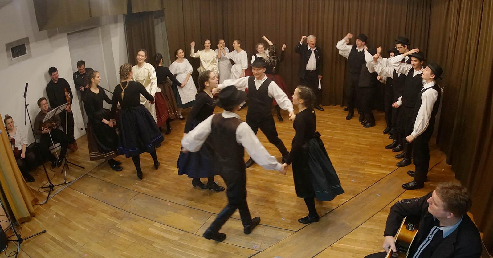 Madjarski Narodni Plesovi Iz Baranje (12)