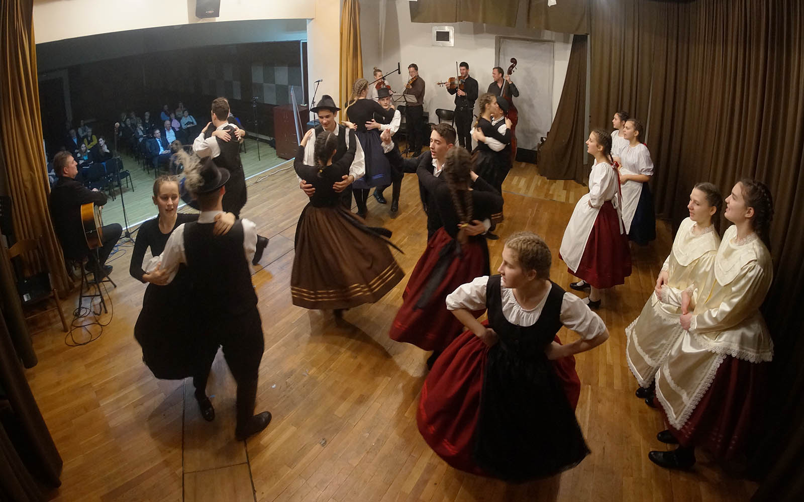 Madjarski Narodni Plesovi Iz Baranje (13)