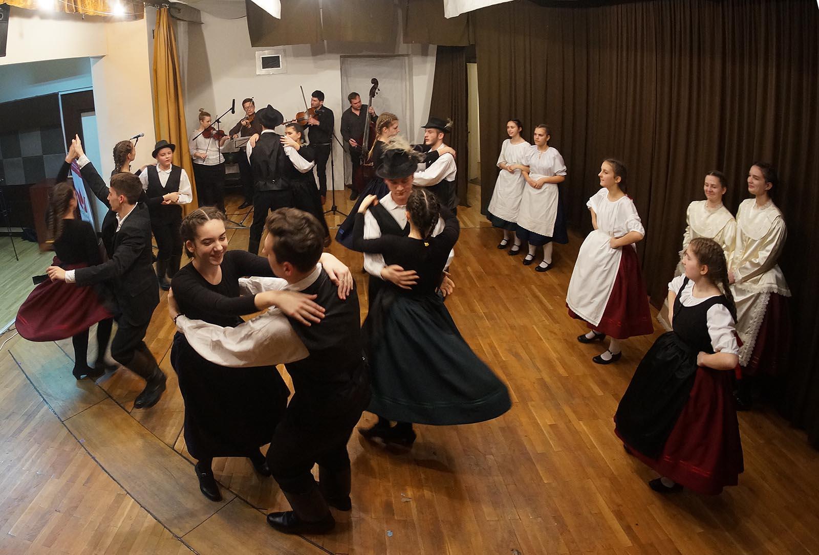 Madjarski Narodni Plesovi Iz Baranje (14)