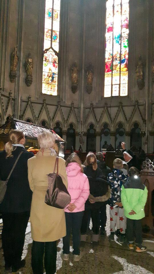 Madjari Posjet Katedrali 4