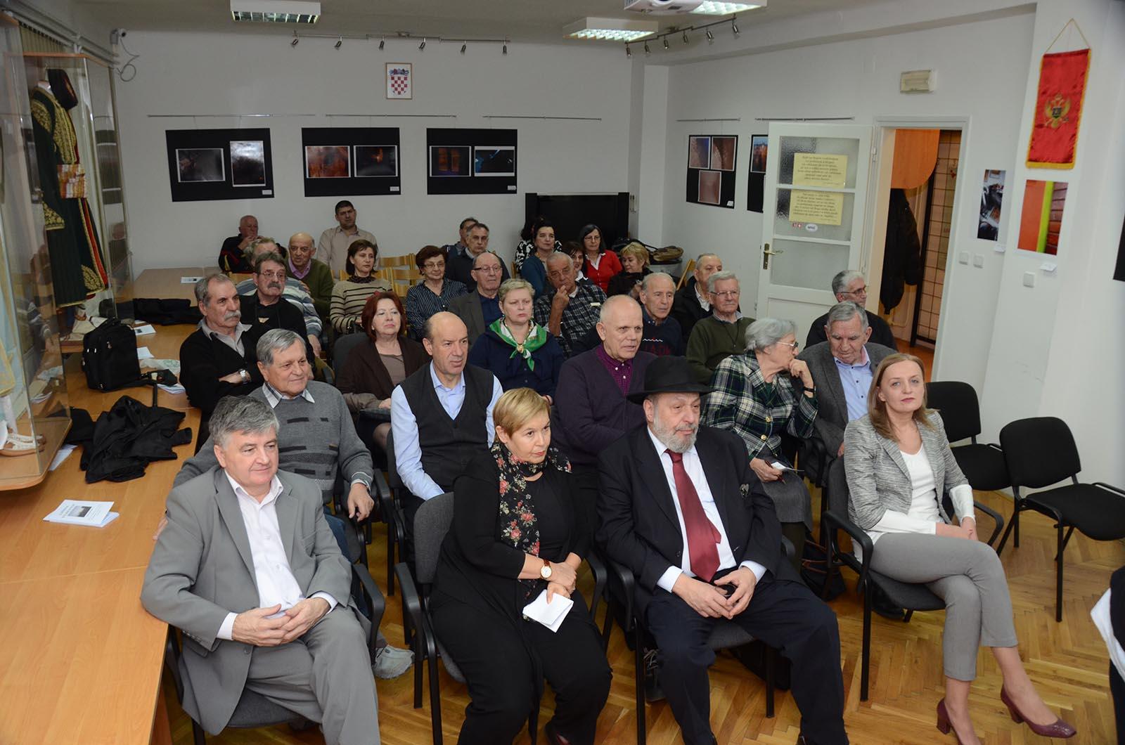 Projekcija Filma U Klubu Crnogoraca 7 3