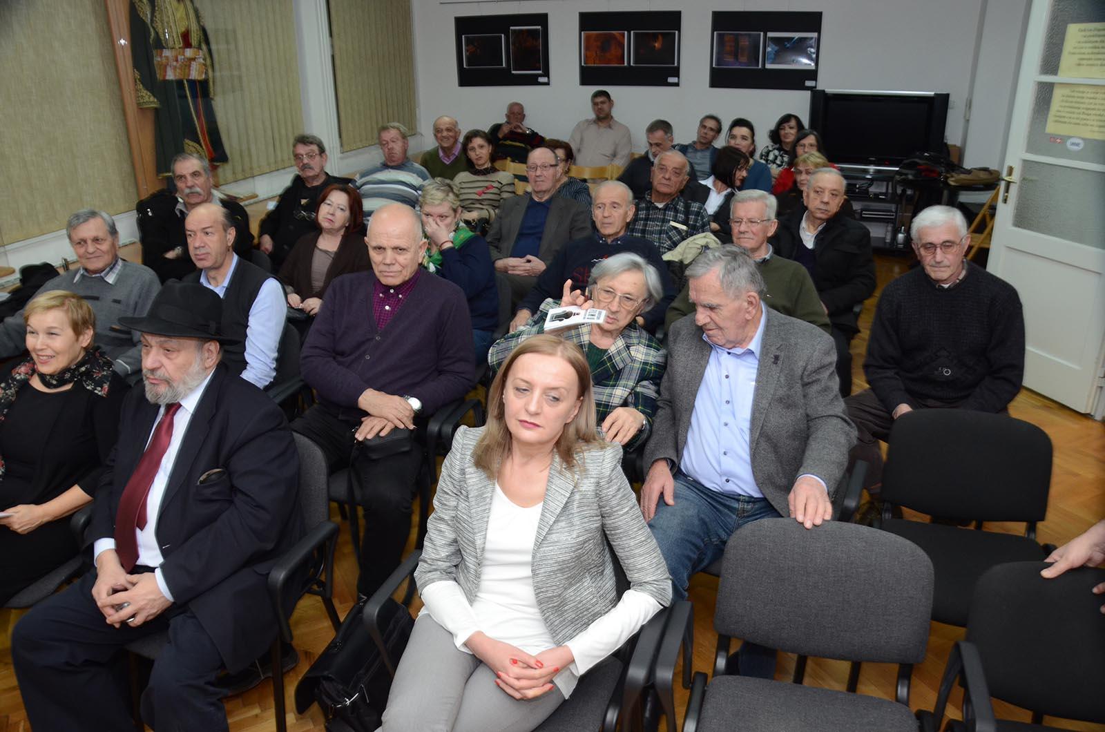Projekcija Filma U Klubu Crnogoraca (8)