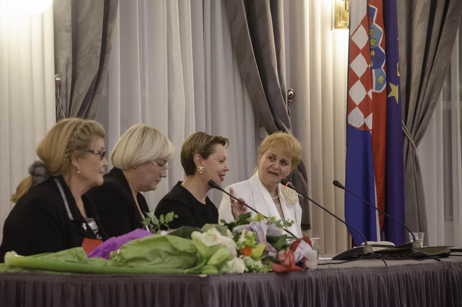 Rusko Vece Poezije U Hnd (4)