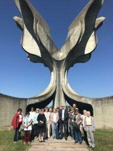 Jasenovac Kamnita-roža-225x300
