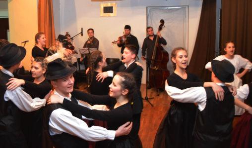 Madjarski Narodni Plesovi Iz Baranje (9)
