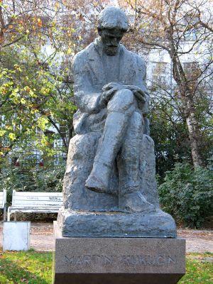 Spomenik Martinu Kukucinu U Bratislavi 2