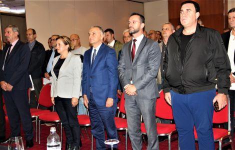 Albanci Skupstina 6
