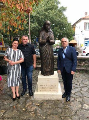 Kip Majke Tereze 8