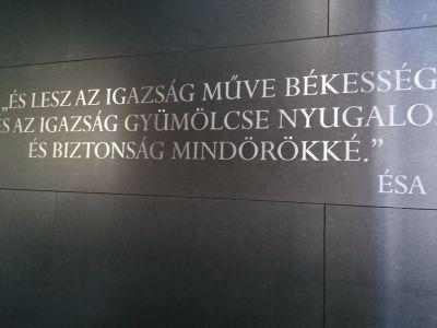 Madjari Spomenik Zajednistva 10