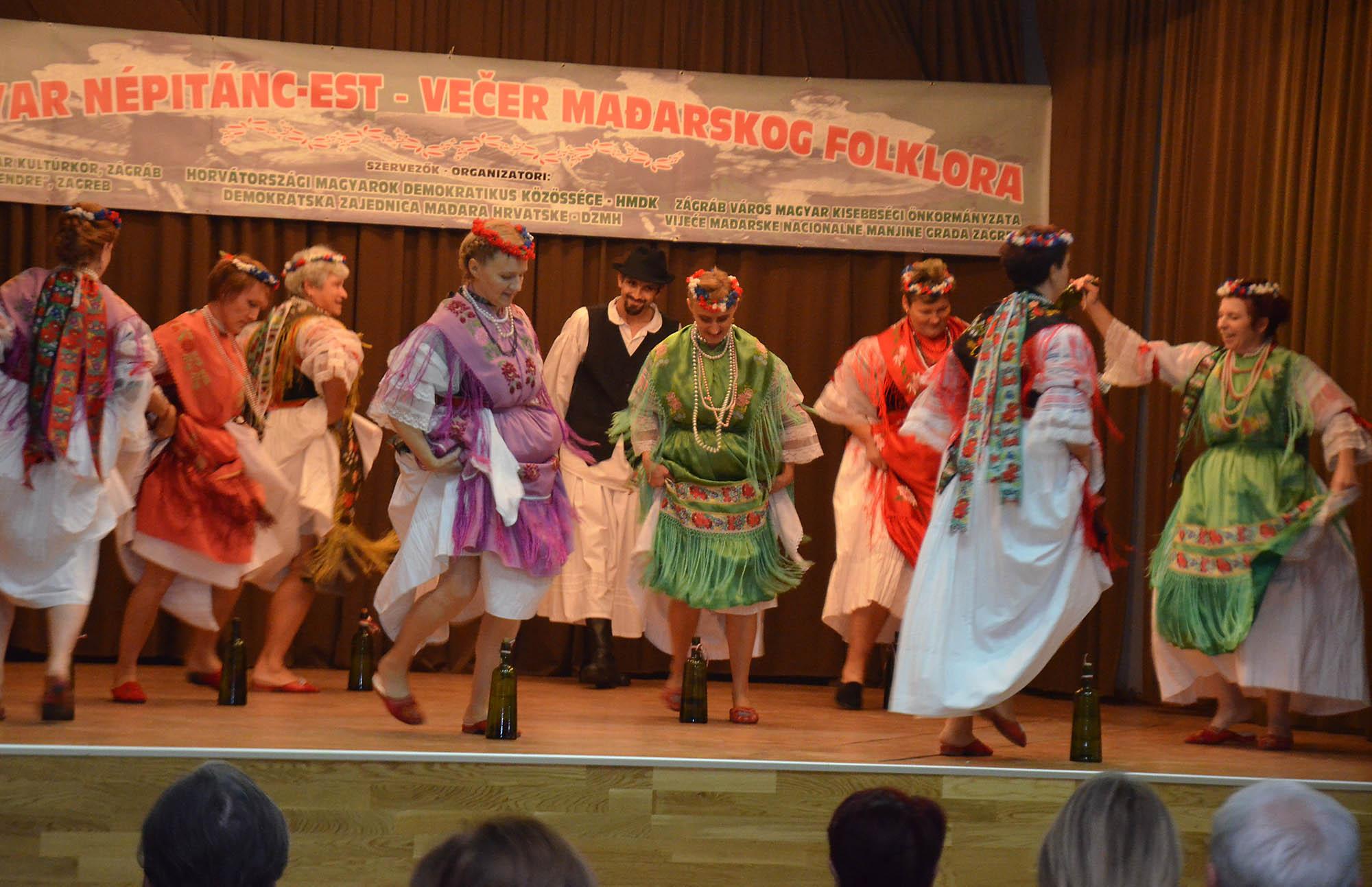 Vecer Madjarskkog Folklora (14)