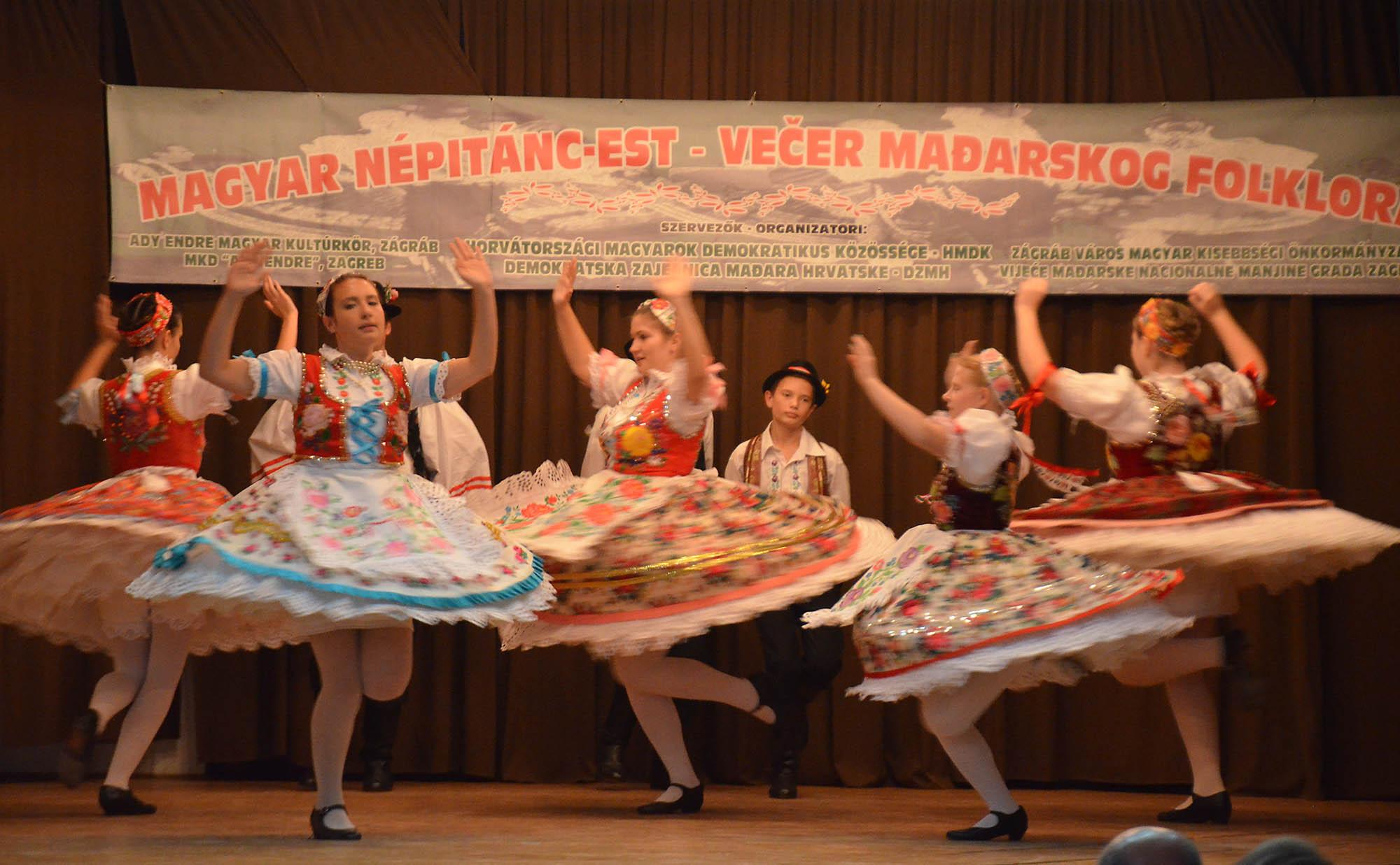 Vecer Madjarskkog Folklora (16)