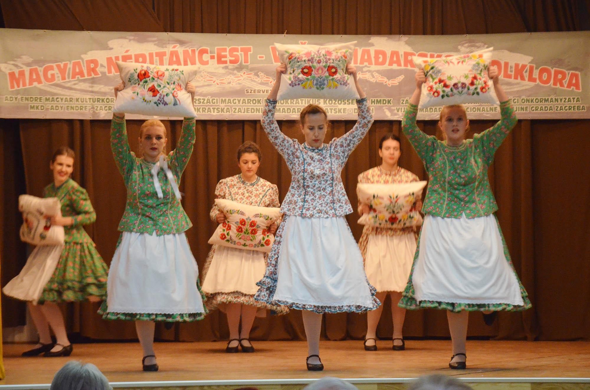 Vecer Madjarskkog Folklora (17)